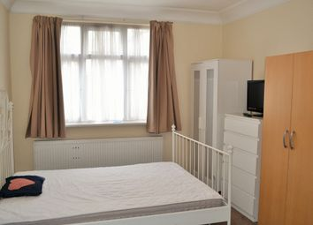 Thumbnail Room to rent in Highfield Gardens, London