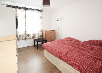 Thumbnail 3 bed flat to rent in Calcraft House, London