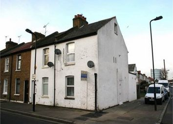 The Common, Southall, Greater London UB2. 2 bed flat