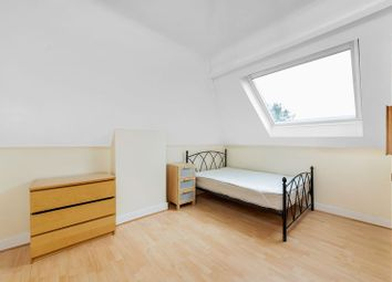 Room to rent in Robinson Road, Colliers Wood, London SW17