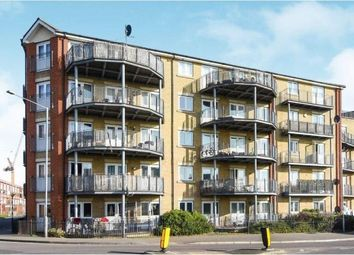 2 bed flat for sale in Thames Road, Grays, Essex RM17