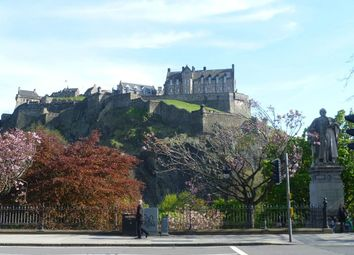 2 bed flat to rent in Princes Street, New Town, Edinburgh EH2