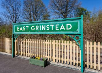 Thumbnail 1 bed flat to rent in Cantelupe Road, East Grinstead