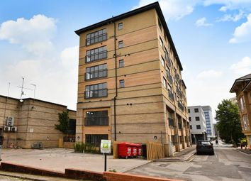 1 bed flat to rent in The Grove, Slough SL1
