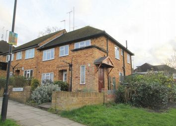 Thumbnail 2 bed flat to rent in The Glade, London