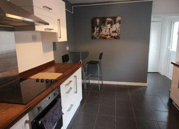 Thumbnail 1 bed flat to rent in Dogfield Street, Roath, Cardiff
