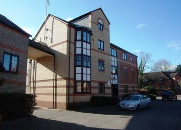 Thumbnail 2 bed flat to rent in Waterside Gardens, Reading