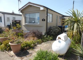 Thumbnail 2 bed mobile/park home for sale in Avenue C, Meadowlands, Addlestone