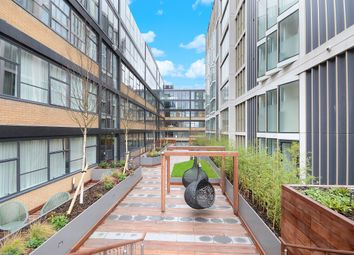 Thumbnail 1 bed flat to rent in Long Street, London