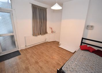 2 bed end terrace house to rent in Butlin Road, Luton LU1