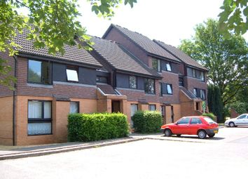 2 bed flat to rent in Flemish Fields, Chertsey KT16