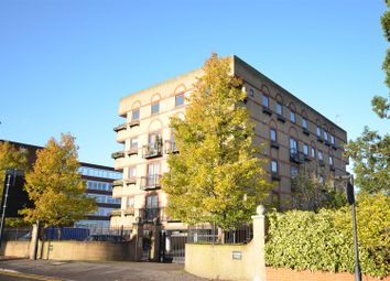 2 bed flat for sale in Oxford Road, Aylesbury HP19