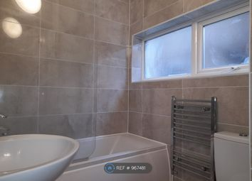 2 bed flat to rent in Fullwell Avenue, Ilford IG5