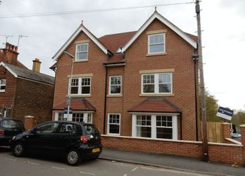 Thumbnail 1 bed flat to rent in Grosvenor Road, East Grinstead