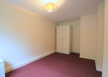 Thumbnail Room to rent in Battersea Bridge Road, London