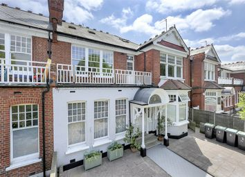 Queens Avenue, London N10. 2 bed flat for sale