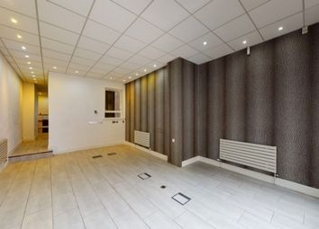 Office to let in Self Contained Office/Showroom Clerkenwell Road, 114 Clerkenwell Rd, Farringdon, London EC1M