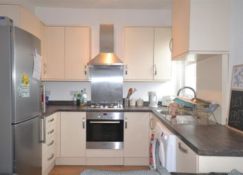 Thumbnail 3 bed flat to rent in Replingham Road, London
