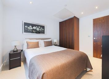 Thumbnail 1 bed flat to rent in Talisman Tower, Lincoln Plaza, Canary Wharf, London