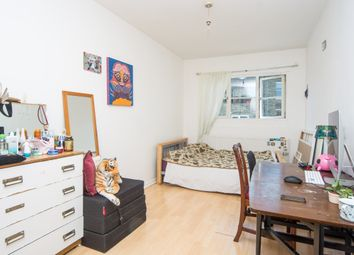 3 bed flat to rent in Green Lanes, London N16