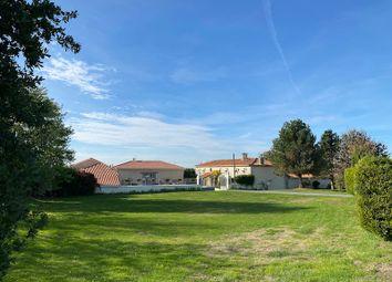Thumbnail Country house for sale in Berneuil, Barbezieux-Saint-Hilaire, Cognac, Charente, Poitou-Charentes, France
