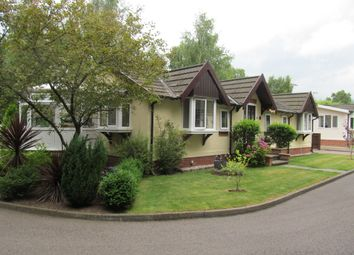 Thumbnail 2 bed mobile/park home for sale in Oaklands Park (Ref 5640), Roughton Moor, Woodhall Spa, Lincolnshire