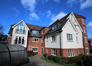 Thumbnail 2 bedroom flat to rent in Woodcote Valley Road, Purley
