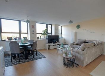 2 bed flat to rent in Wood, Lower Bristol Road, Bath BA2