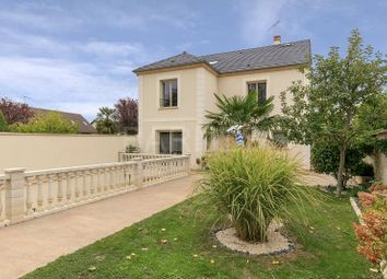 Thumbnail 3 bed villa for sale in Crespieres, Crespieres, France