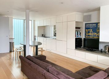 New Kings Road, London SW6. 2 bed flat for sale