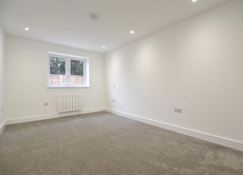 Thumbnail 1 bed flat to rent in Brighton Road, Salfords, Redhill
