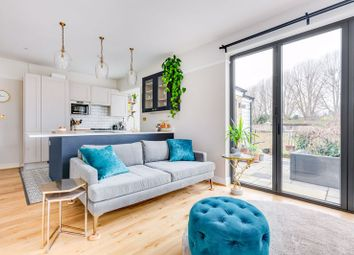 Weybourne Street, Earlsfield SW18. 2 bed flat for sale