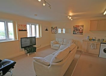 2 bed flat to rent in Oakfields, Tiverton EX16