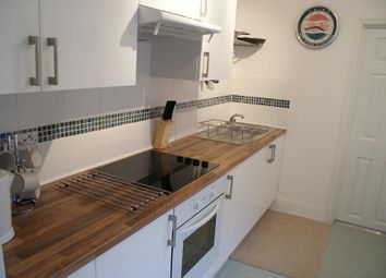 Thumbnail 1 bed flat to rent in Winfrith Road, Earlsfield