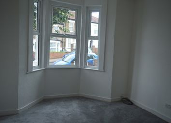 3 bed flat to rent in Plum Lane, London SE18
