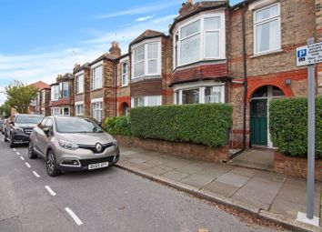 Thumbnail Flat for sale in Leslie Road, London