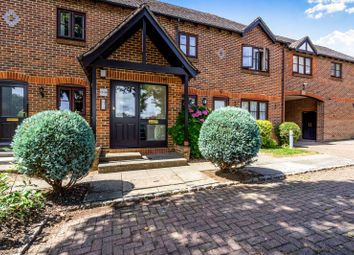 2 bed flat to rent in Woodlands Lane, Chichester PO19