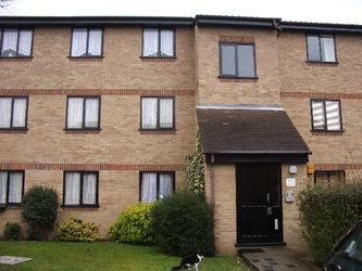 Thumbnail 1 bed flat to rent in Avenue Road, Chadwell Heath, Romford