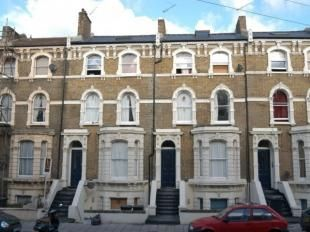 Thumbnail 3 bed flat to rent in Ferndale Road, London