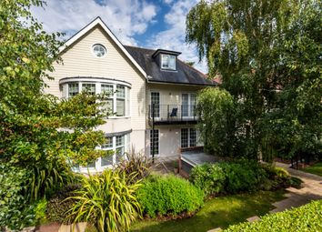 Compton Avenue, Canford Cliffs, Poole BH14. 2 bed flat