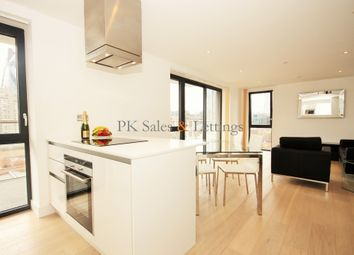 Thumbnail 3 bed flat to rent in Commercial Street, Aldgate, London