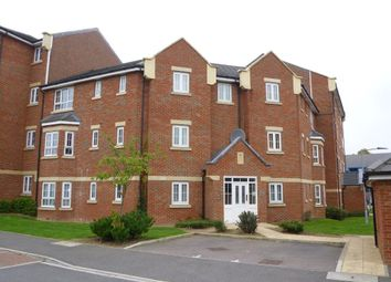 Thumbnail 2 bed flat to rent in Watling Gardens, Dunstable, Beds