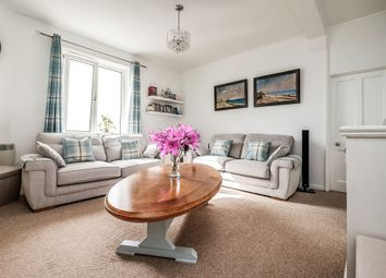 2 bed flat for sale in Grand Avenue, Worthing BN11