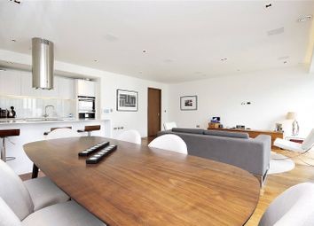Thumbnail 3 bedroom flat to rent in Roman House, London