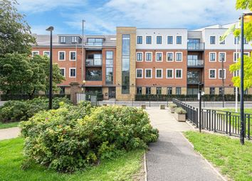 2 bed flat for sale in Hale Leys, High Street, Aylesbury HP20