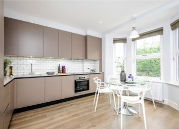 2 bed maisonette to rent in Askew Crescent, London W12