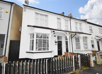 Thumbnail 2 bed flat for sale in Oakleigh Park Drive, Leigh-On-Sea, Essex