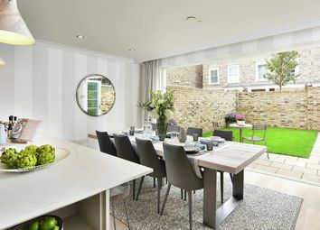 Thumbnail 2 bed flat for sale in Chiswick Gate, London