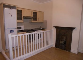 Thumbnail 4 bed flat to rent in Askew Road, Hammersmith, London
