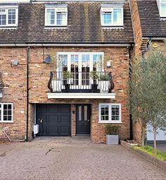 Thumbnail 4 bed town house for sale in Parkside, Buckhurst Hill